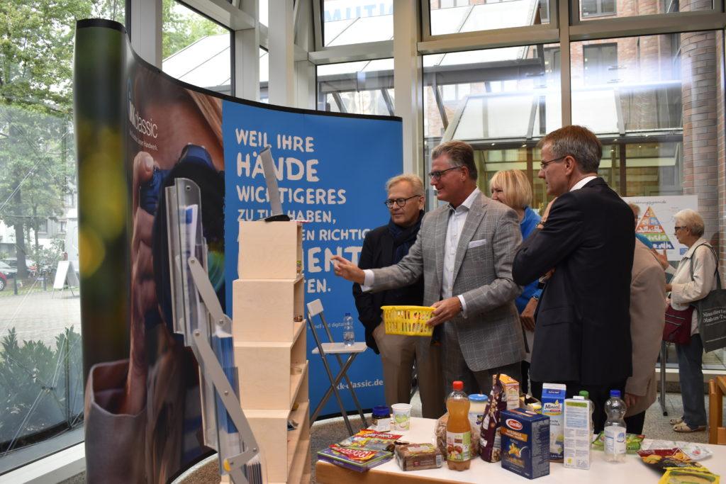 Ernährungspyramide beim Düsseldorfer Diabetes-Tag 2019 mit Prof. Roden, Prof. Meyer-Falcke und Herrn Ehlert