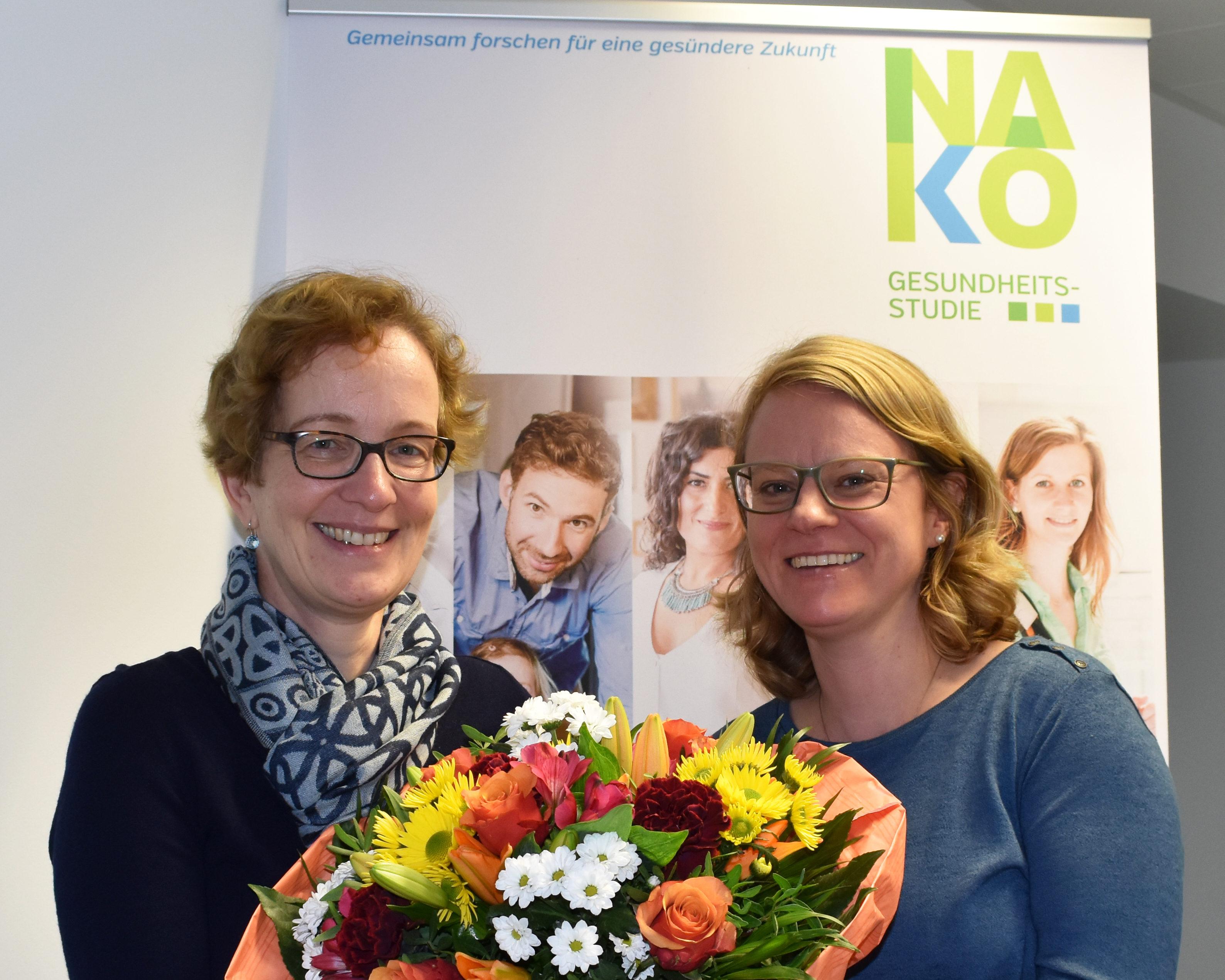 Dr. Sibylle Pawlowski, 5000. Studienteilnehmerin der NAKO Gesundheitsstudie, mit Nina Ebert, Leiterin des NAKO-Studienzentrums in Düsseldorf