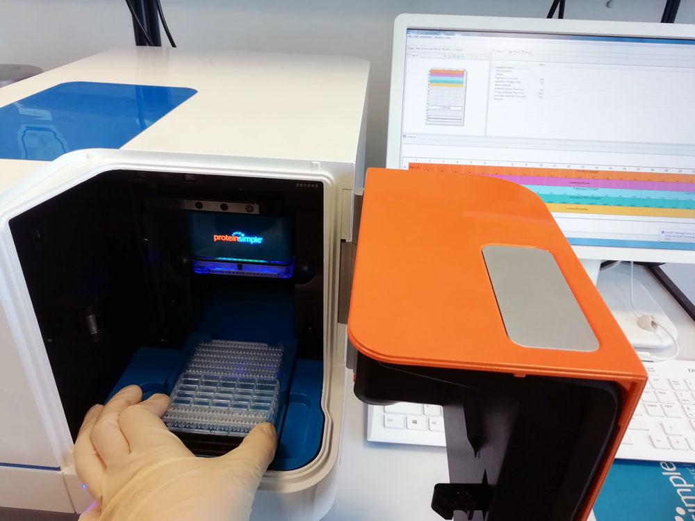 Bedienung eines Gerätes in der Arbeitsgruppe Inflammation
