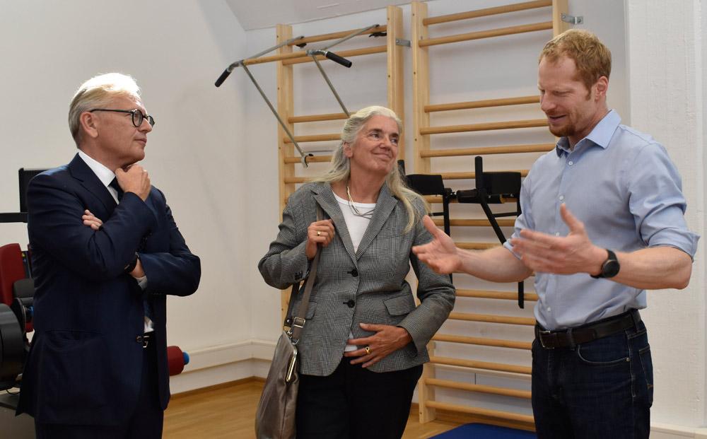 Welchen Einfluss hat Bewegung auf den Verlauf eines Diabetes? - Das erfuhr NRW Kultur- und Wissenschaftsministerin, Isabel Pfeiffer-Poensgen, bei Sportwissenschaftler, Dr. Dominik Pesta.