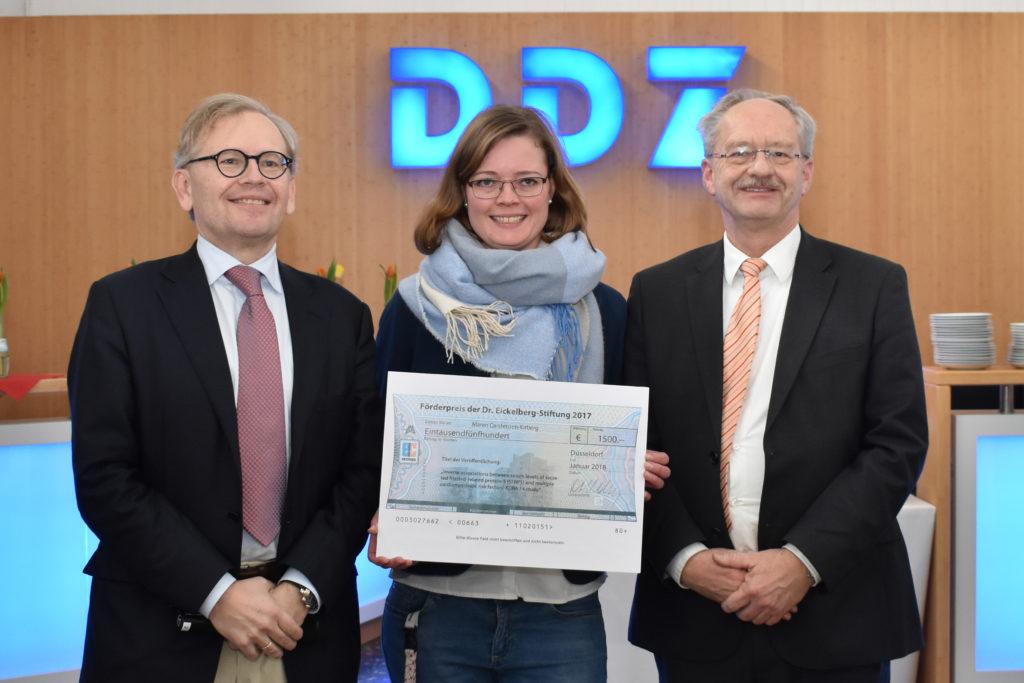 Prof. Dr. Michael Roden, Vorstand des DDZ, Dr. Maren Carstensen-Kirberg, Preisträgerin des Förderpreises der Dr. Eickelberg-Stiftung, und Andreas Fidelak, Vorstand des DDZ.
