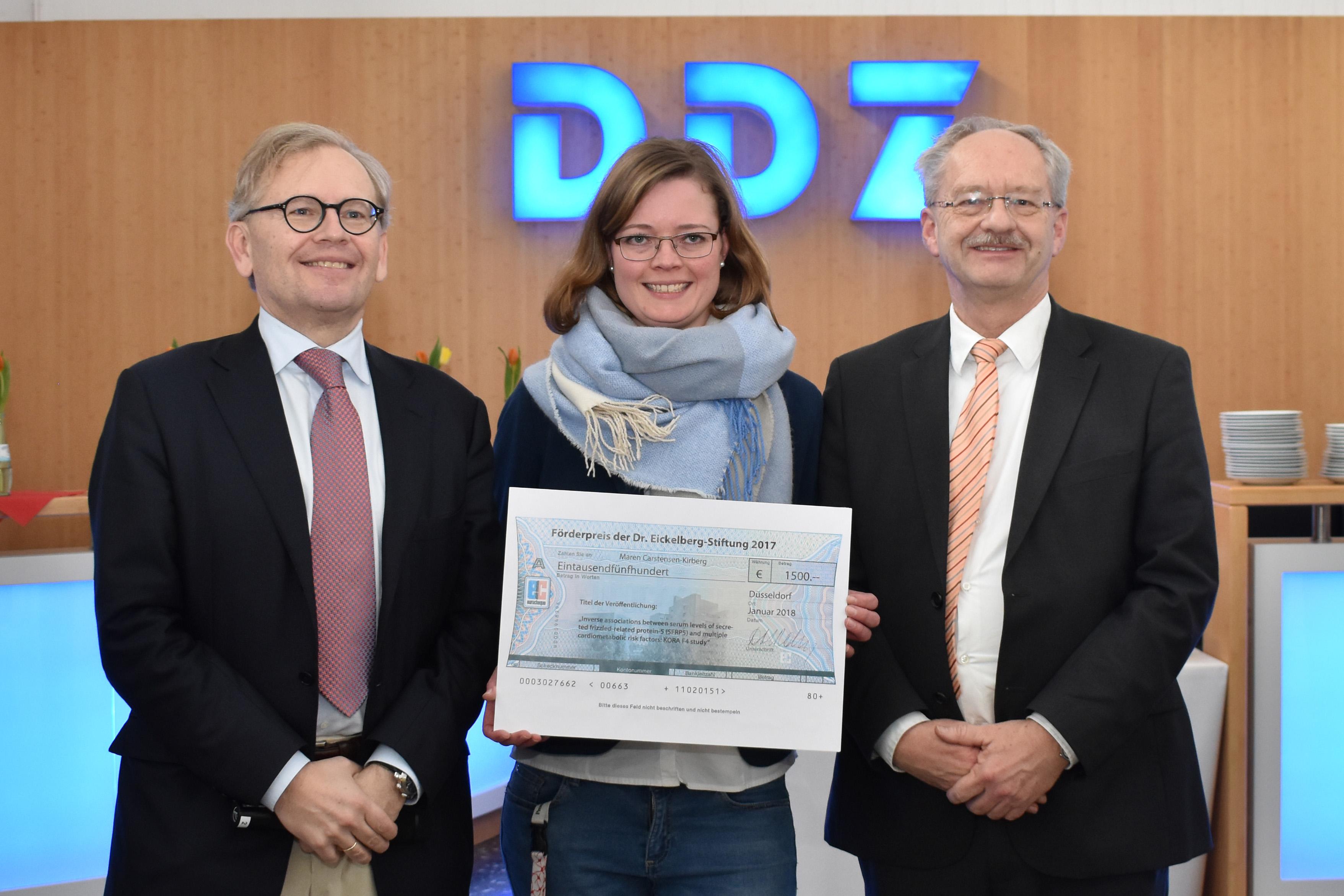 Prof. Dr. Michael Roden, Vorstand des DDZ, Dr. Maren Carstensen-Kirberg, Preisträgerin des Förderpreises der Dr. Eickelberg-Stiftung, und Andreas Fidelak, Vorstand des DDZ
