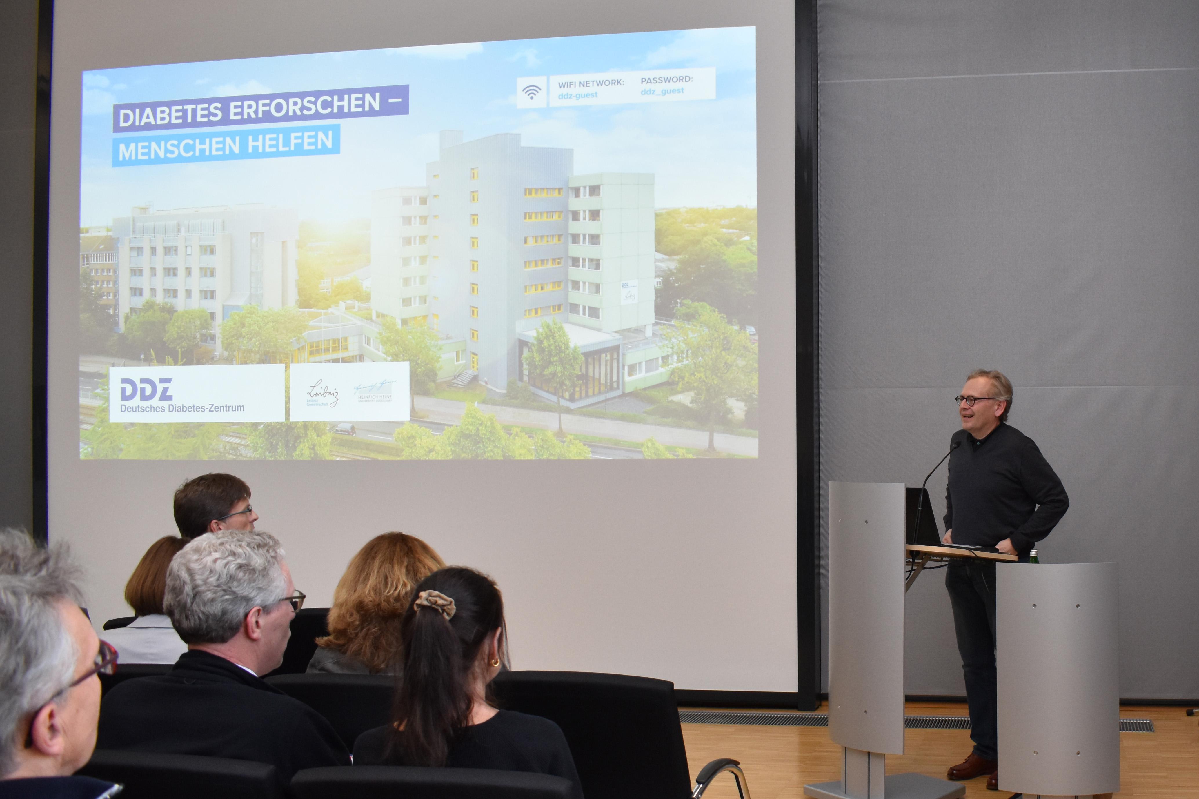 Prof. Dr. Roden begrüßt die Teilnehmerinnen und Teilnehmer der Veranstaltung 3 Jahre RIN Diabetes
