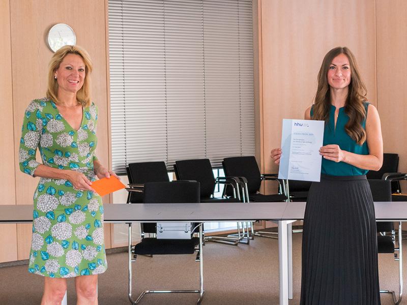 Dr. Sofia Urner mit Prof. Dr. Anja Steinbeck bei der Preisverleihung