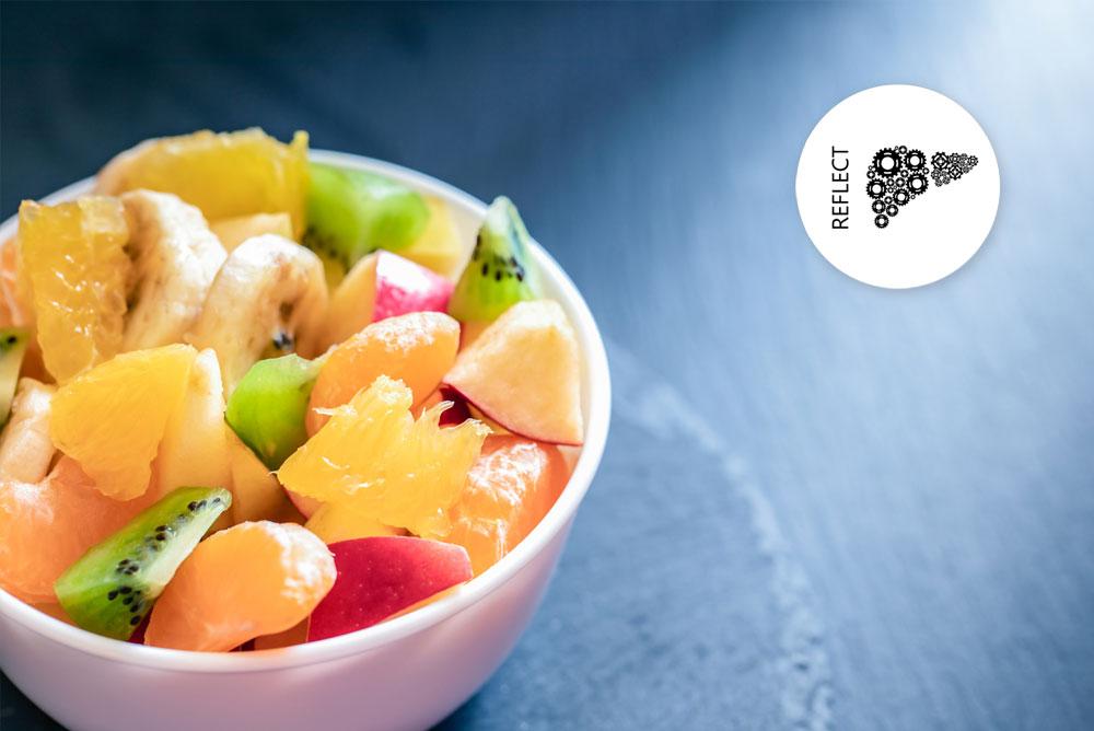 Eine Schale, die mit geschnittenem Obst gefüllt ist. Oben rechts ist das Logo der Reflect-Studie abgebildet